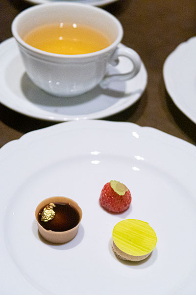 Aura National Gallery Singapore Petit Fours
