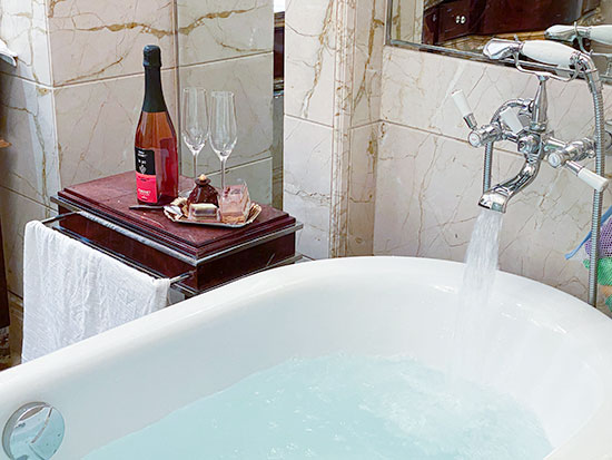 St Regis Hotel Singapore Bathtub
