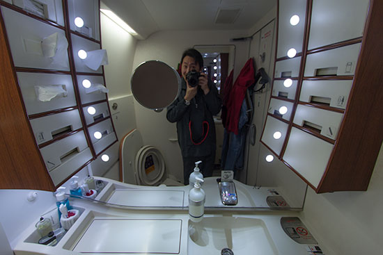 Singapore Airlines Suites SQ12 SIN-NRT Bathroom