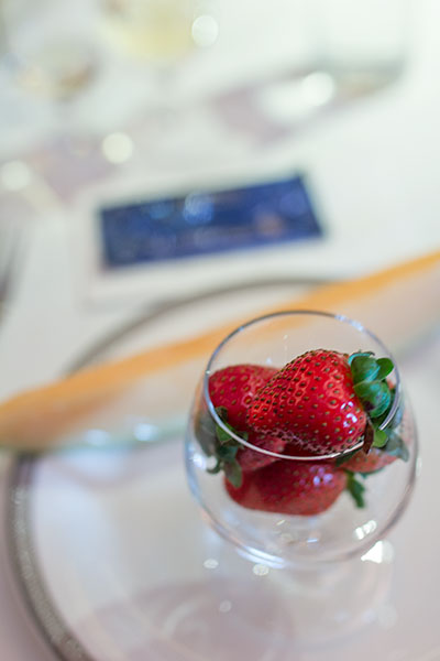 Singapore Airlines Suites SQ12 SIN-NRT Fresh Fruit