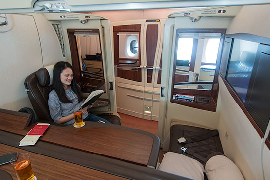 Singapore Airlines Suites SQ12 SIN-NRT Cabin