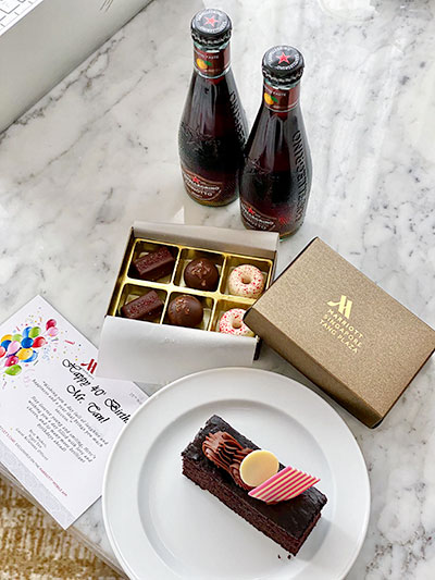 Singapore Marriott Tang Plaza Hotel Welcome Gift